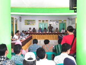Musyawarah Dengan Warga Kawung Sari yang Desanya Terdampak Pembangunan Bendungan Kuningan
