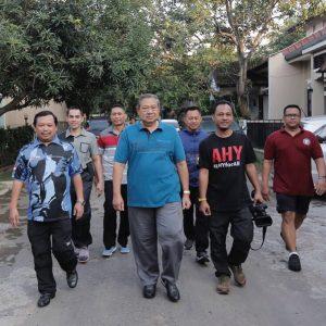 Ditemani Kang Hero, SBY Beserta Keluarga Santap Nasi Jamblang di Cirebon