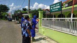 Kader Demokrat Semprotkan Disinfektan di 3 Daerah di Jabar