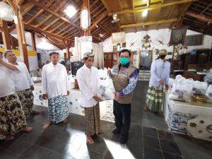 Bantu Warga Terdampak Corona, Herman Khaeron Turun Tangan Salurkan Bantuan di Cirebon dan Indramayu