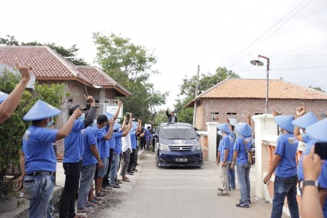 Pilkada Indramayu: Cara Kreatif Relawan Paslon Sholawat Betot Perhatian Warga